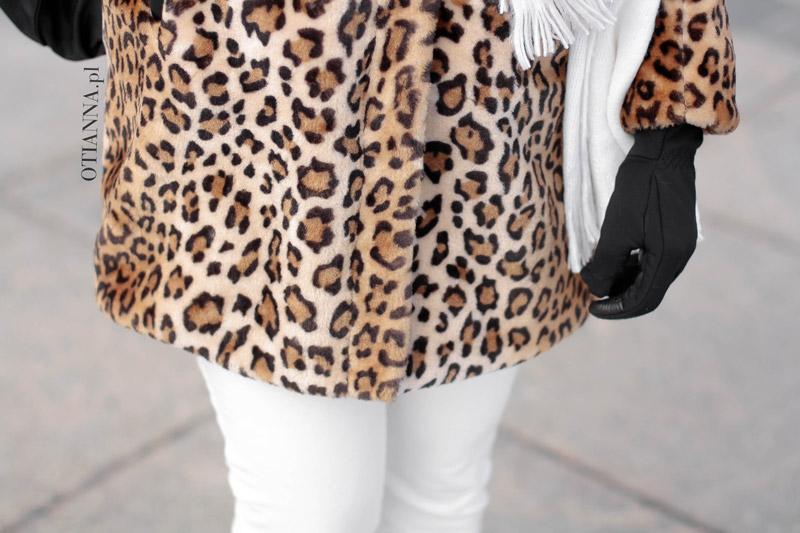 otianna-futro-futerko-panterka-lampart-stylizacja-moda-plaszcz-kobiecy-biale-spodnie-trapery-2