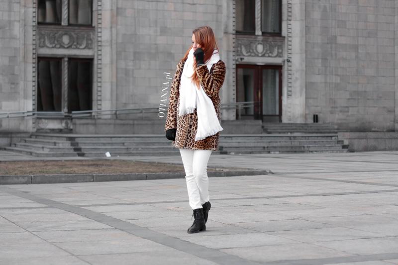 otianna-futro-futerko-panterka-lampart-stylizacja-moda-plaszcz-kobiecy-biale-spodnie-trapery-3