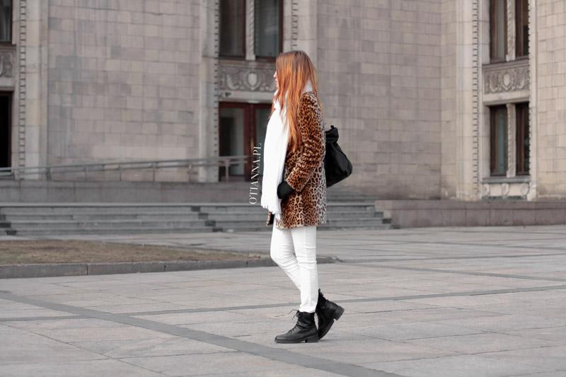 otianna-futro-futerko-panterka-lampart-stylizacja-moda-plaszcz-kobiecy-biale-spodnie-trapery-96