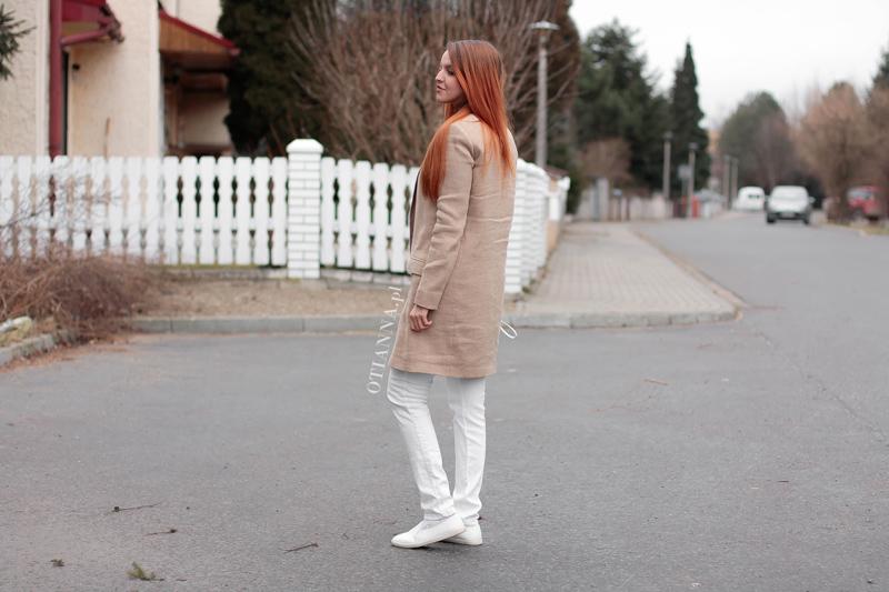 home-berezowska-plaszcz-massimodutti-slipon-buty-biale-spodnie-zegarek-otien-bialy-plotek-6