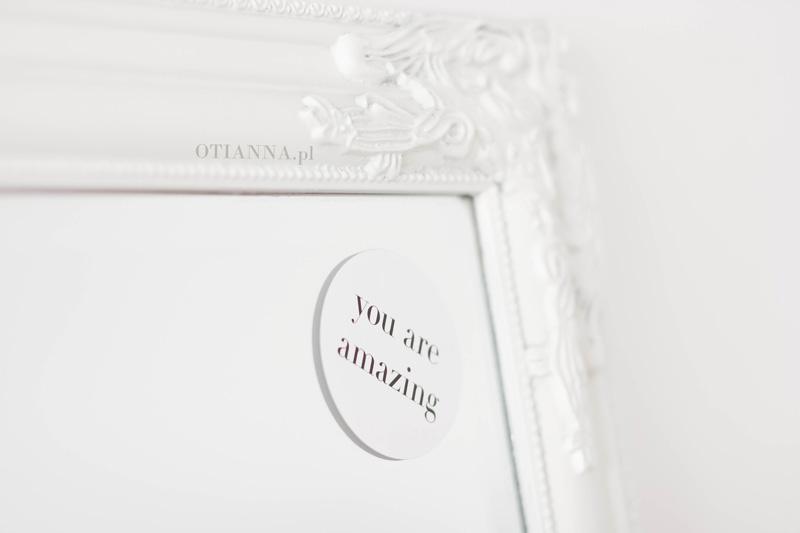 post-9-motywacyjne--obrazy-naklejki--wystroj-pokoj-otianna-minimaliz-biel-ubrania-7