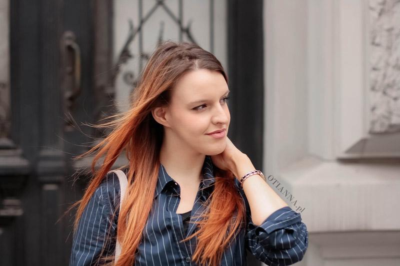 granatowa-koszula-otianna-berezowska-anna-aniaberezowska-biale-spodnie-slipon-vices-otien