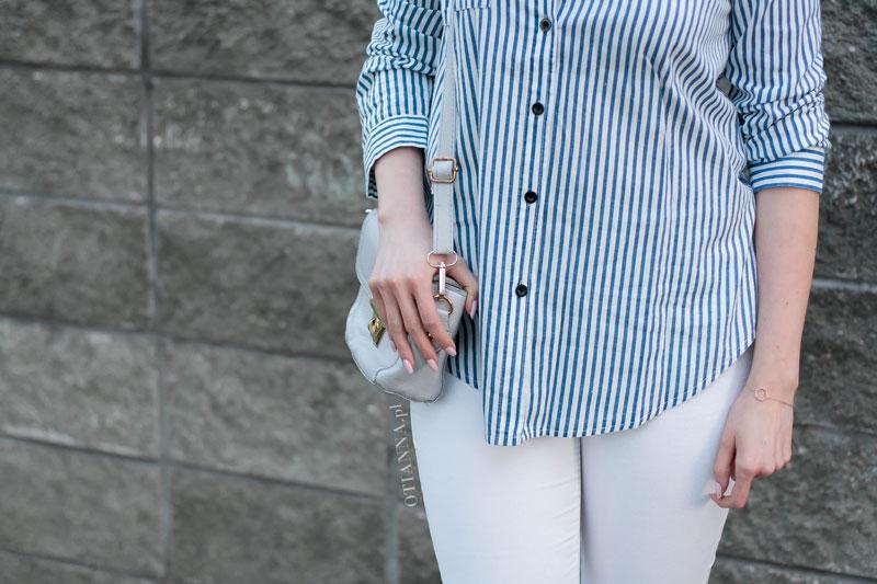 800x-12-otianna-koszula-prazki-espadryle-biale-spodnie-szara-torebka-guziki-spiete-wlosy