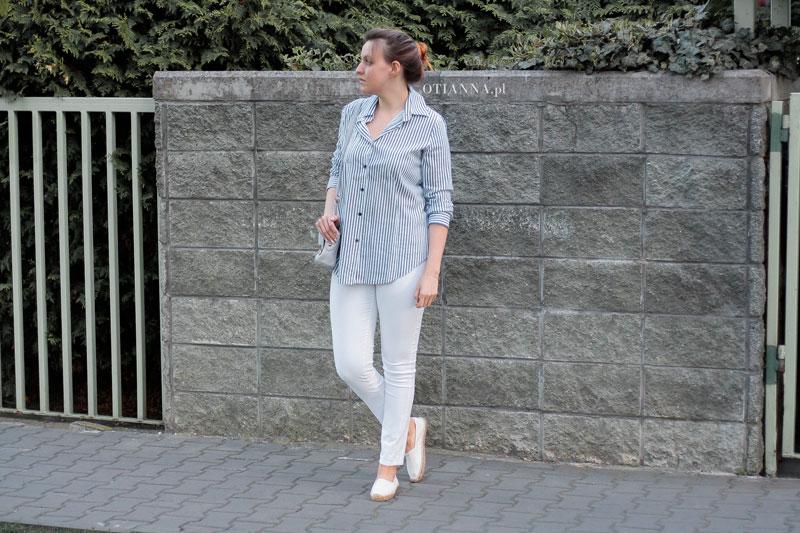 800x-3-otianna-koszula-prazki-espadryle-biale-spodnie-szara-torebka-guziki-spiete-wlosy