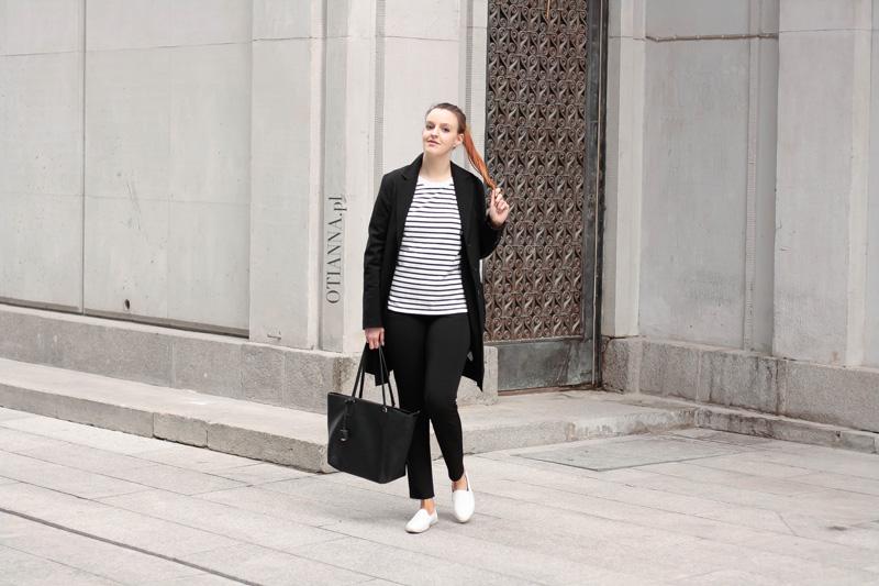 800x-4-otianna-elegancki-look-elegancka-stylizacja-paski-plaszcz-spodnie-na-czarno-black-berezowska-aniaberezowska