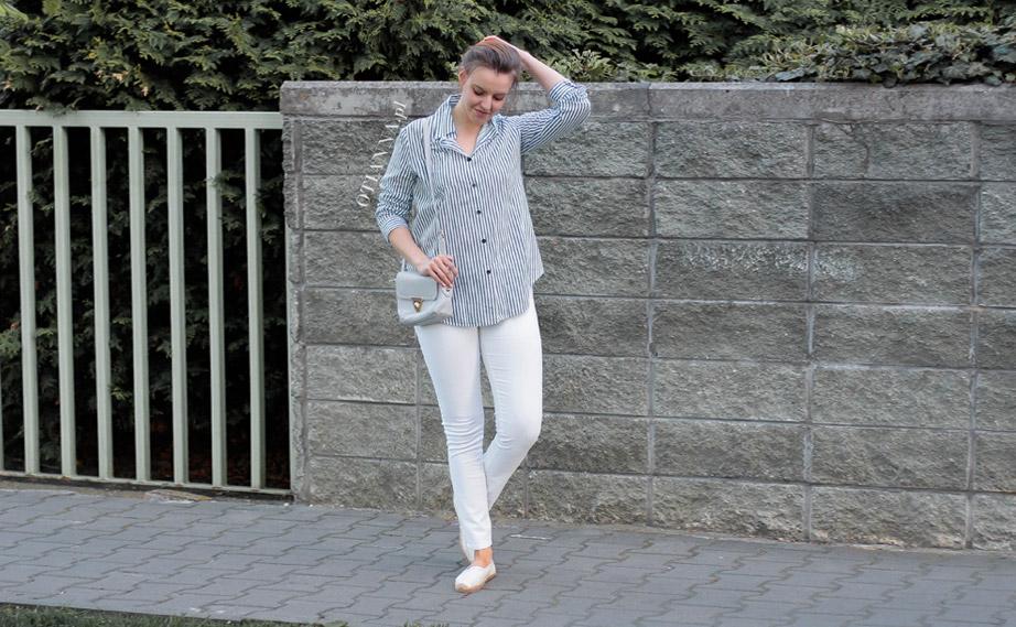 922x-5-otianna-koszula-prazki-espadryle-biale-spodnie-szara-torebka-guziki-spiete-wlosy