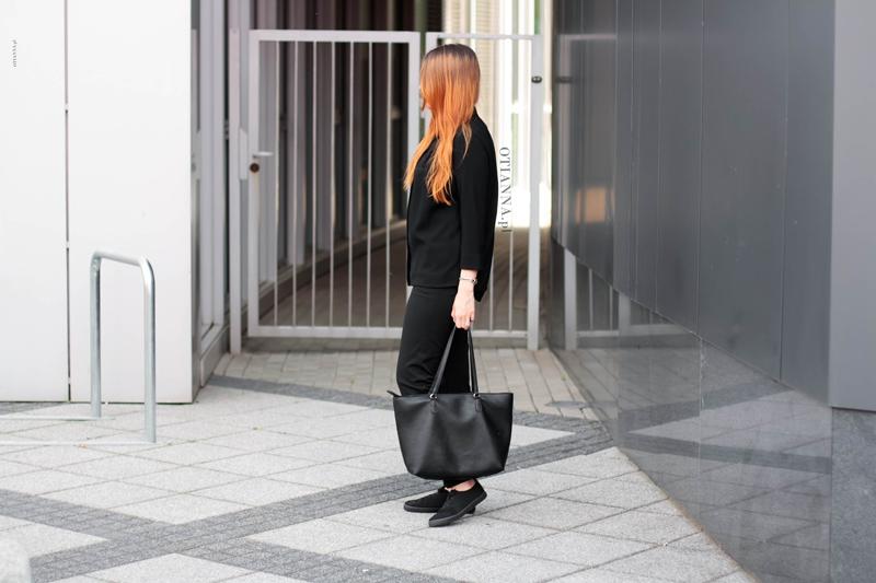 800x-5-otianna-total-black-blog-modowy-stylizacja-czarna-wlosy-rude-dlugie-long-hair-total-lookbook-streetlook