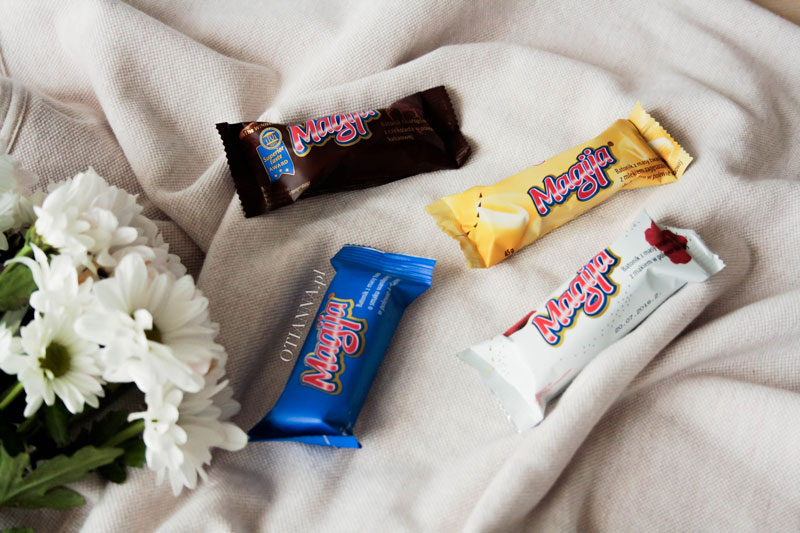 800-magija-batonik-niebieski-baton-masy-twarogowej-masa-waniliowy-polewa-czekoladowa