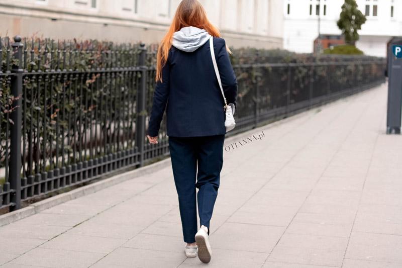 800x-2y-granatowy-komplet-otianna-berezowska-anna-berezowska-aniaberezowska-marynarka-spodnie-slipon-sgranatowe-elegancka-stylizacja-blog-modowy