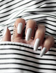 nails-silver-ballerina-paznokcie-gdzie-zrobic-otianna-katalog-manicure