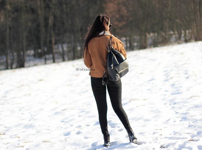 700-11v-zima-stylizacja-moda-fashion-otianna-carmel-jacket-camel-winter-berezowska