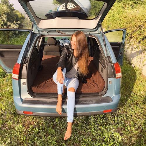 co zabrać w długą podróż samochodem zapytaj