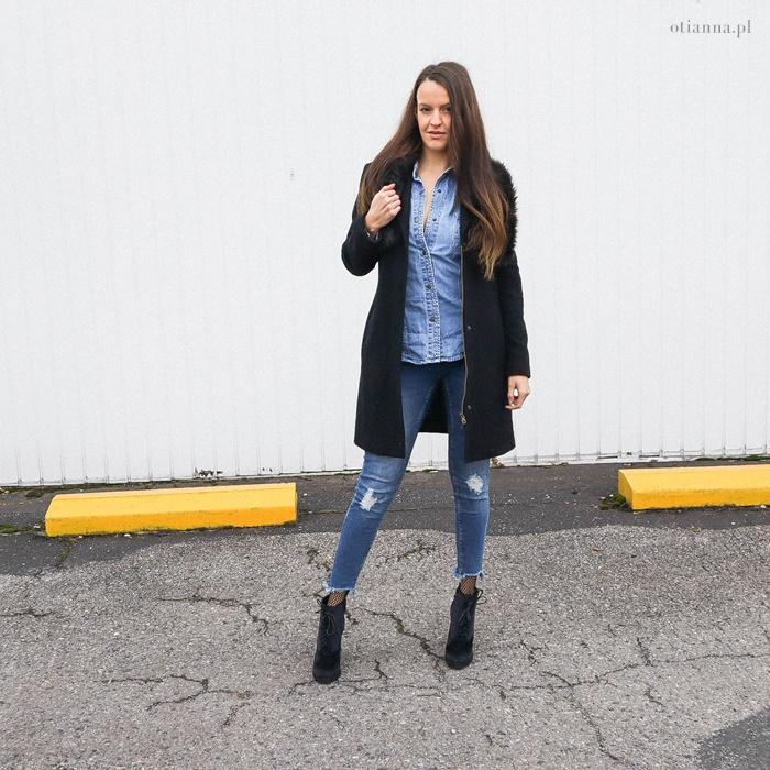 fecab2494c Koszula jeansowa – klik. Botki na słupku – klik. Płaszcz czarny – klik